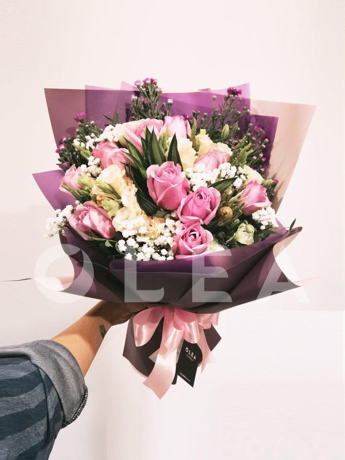 one dozen roses bouquet in kl